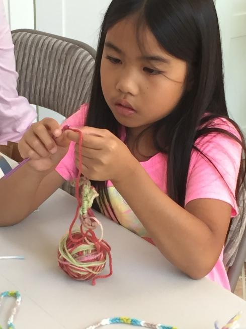 Crocheter.